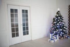 Árbol de navidad de la decoración de los regalos del Año Nuevo Fotos de archivo libres de regalías