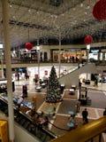 Árbol de navidad de la zona de restaurantes foto de archivo libre de regalías