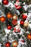 Árbol de navidad natural adornado Fotografía de archivo