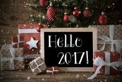Árbol de navidad nostálgico con hola 2017, copos de nieve Imagen de archivo libre de regalías