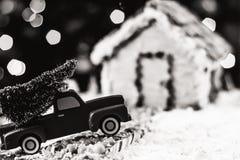 Árbol de navidad para la casa de pan de jengibre Fotografía de archivo libre de regalías