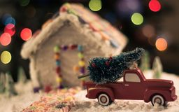Árbol de navidad para la casa de pan de jengibre Fotos de archivo libres de regalías