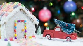 Árbol de navidad para la casa de pan de jengibre foto de archivo