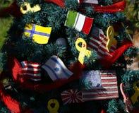 Árbol de navidad patriótico en fuerte Myers, la Florida, los E.E.U.U. fotografía de archivo