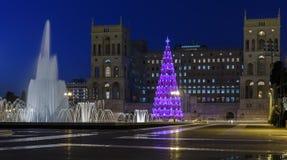 Árbol de navidad principal Baku y la fuente principal azerbaijan Imagen de archivo