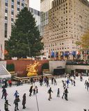 Árbol de navidad principal de Nueva York en el centro de Rockefeller, New York City, los E.E.U.U. Imagen de archivo libre de regalías