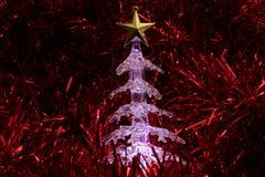 Árbol de navidad que brilla intensamente Fotos de archivo