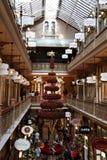 Árbol de navidad rojo @ Pitt Street Mall, Sydney fotos de archivo