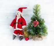 Árbol de navidad, santa, nieve, decoración del corazón Fotos de archivo libres de regalías