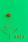 Árbol de navidad simple en verde - tarjeta original del Año Nuevo Imagen de archivo libre de regalías