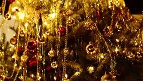 Árbol de navidad Toma panorámica vertical metrajes