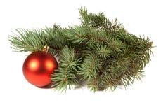 Árbol de navidad y bola Imagen de archivo