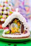 Árbol de navidad y casa del pan de jengibre Imágenes de archivo libres de regalías