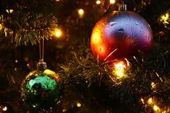 Árbol de navidad y chuchería Fotografía de archivo libre de regalías