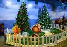 Árbol de navidad y decoración en Kuala Lumpur International Airport 2, KLIA2 Foto de archivo libre de regalías