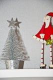 Árbol de navidad y Papá Noel Fotografía de archivo