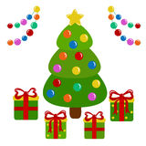 Árbol de navidad y presentes adornados Fotografía de archivo libre de regalías