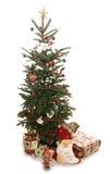 Árbol de navidad y recorte de los presentes Foto de archivo