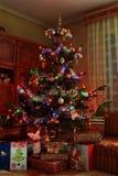 Árbol de navidad y regalos Imagen de archivo