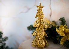 Árbol de oro de Navidad Fotografía de archivo