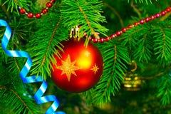 Árbol del Año Nuevo con las decoraciones Fotografía de archivo