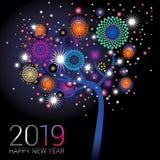 Árbol del Año Nuevo con los fuegos artificiales chispeantes en un fondo del negro azul Imagen de archivo libre de regalías