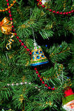 Árbol del Año Nuevo con los ornamentos Foto de archivo libre de regalías