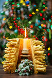 árbol del Año Nuevo de los sakotis y vela de la Feliz Navidad Imagen de archivo libre de regalías