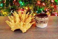 árbol del Año Nuevo de los sakotis y vela de la Feliz Navidad Fotos de archivo