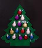 Árbol del Año Nuevo del papel con las bolas multicoloras Fotografía de archivo