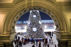 Árbol del Año Nuevo en cuadrado rojo en Moscú Imagen de archivo libre de regalías