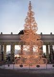 Árbol del Año Nuevo en el parque de Gorki. Moscú. Foto de archivo