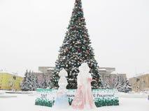 Árbol del Año Nuevo en la ciudad de Kirov, Rusia Fotos de archivo libres de regalías