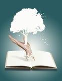 Árbol del concepto del árbol del libro .save Fotografía de archivo libre de regalías