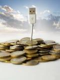 Árbol del dinero y del usb Fotos de archivo libres de regalías