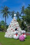 Árbol del diseño de la Navidad en las zonas tropicales Fotos de archivo