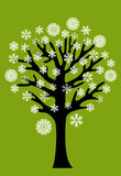 Árbol del invierno con los copos de nieve Foto de archivo