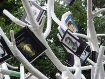 Árbol del libro, actividad al aire libre del verano Imagen de archivo