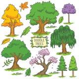 Árbol dibujado mano colorida del garabato ilustración del vector