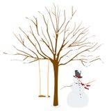 Árbol en invierno con el muñeco de nieve Foto de archivo libre de regalías