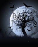 Árbol espeluznante en la noche ilustración del vector