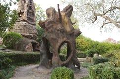 Árbol fuera de Crystal Shrine Grotto imagenes de archivo