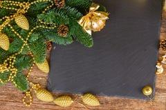 Árbol imperecedero con la bola de oro Imágenes de archivo libres de regalías