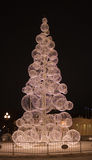 Árbol moderno del Año Nuevo en el parque de Gorki. Moscú en la noche. Fotografía de archivo