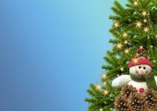 Árbol Muñeco de nieve Copos de nieve garland Año Nuevo o backgrou de la Navidad Imágenes de archivo libres de regalías