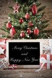 Árbol nostálgico con Feliz Navidad y Feliz Año Nuevo imagen de archivo
