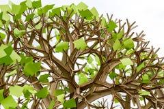 Árbol plástico con las hojas de las etiquetas engomadas Fotos de archivo