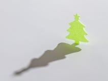 Árbol verde de los christmass en el fondo blanco Fotografía de archivo libre de regalías