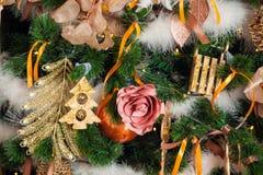 Árbol verde del Año Nuevo adornado Fotografía de archivo libre de regalías