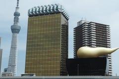 Árbol y Asahi Beer Tower del cielo de Tokio Imagen de archivo libre de regalías